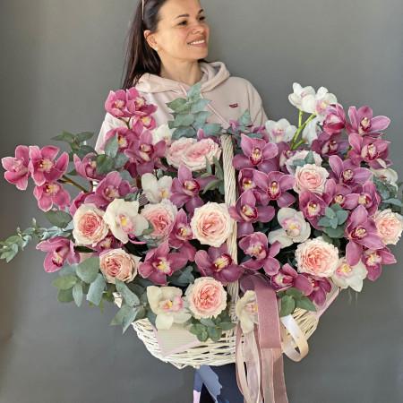 Огромная корзина орхидей с пион розой и эвкалиптом xxl