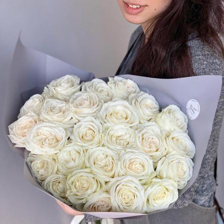 25 белых шикарных роз крупным бутоном